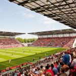 """Klaus Wolff: Neubau Stadion Essen – Blick von der """"Sparkasse-Essen-Tribüne"""" bei ausverkauftem Stadion zum Pokalspiel am 14. Mai 2015"""