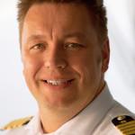 Kapitän Christian van Zwamen von der MS EUROPA 2 stammt aus Oberhausen und hat defi nitiv den bodenständigen Coolness-Faktor eines echten Ruhrgebiet-Gewächses