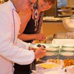 Einmal in der Woche ist Kaviarabend auf der MS EUROPA 2. Sehr zur Freude der Autorin, Belinda Steiert, serviert der Executive Chef Willy Leitgeb das schwarze Gold in üppigen Portionen