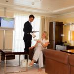 Reichlich Komfort in den Suiten mit Butlerservice und weitläufigem Wohnbereich auf der MS EUROPA 2