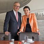 WDL-Geschäftsführerin Barbara Majerus begrüßt Volker Behr am Flughafen