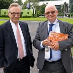 Sparkassenchef Volker Behr und Immobilien- Geschäftsführer Günter Bergmann