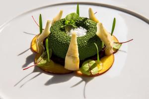 Kreation à la Jack Lord: Artischocke, grüner Tee, Rote Bete und Pfirsich mit Maldon Salzflocken