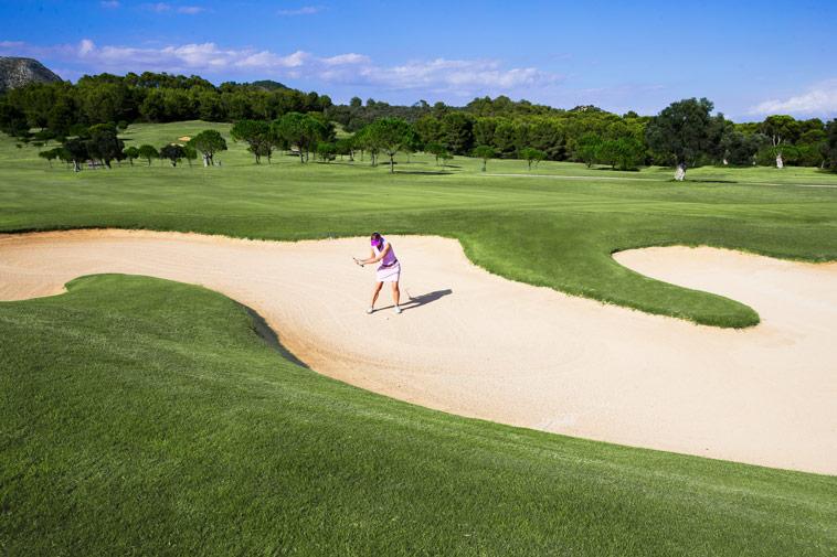 Lange, weite Bahnen und große, wunderbar gepflegte Sandbunker sind für Franziska große Pluspunkte der Anlage Alcanada