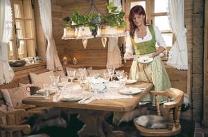 Dörfle Kleinaspach: Andrea Berg beim Tischdecken