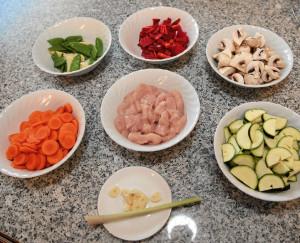 Schüsseln mit den Zutaten beim Kochen mit Michael Branik