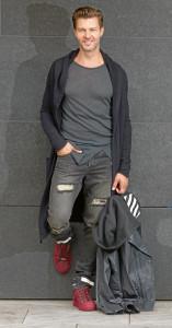 Outfits für den Herbst: Jacke: Thom Krom 239€ Shirt: Thom Krom 99€ Jeans: Off White 359€ Lederjacke: Mackage 1159€ Schuhe: Gino b 219€