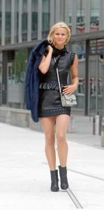 Outfits für den Herbst: Pelz Jacke: Goodies 369€ Kleid: Dsquared2 2649€ Tasche: Marc by Marc Jacobs 319€ Schuhe: The Last Conspiracy 229€