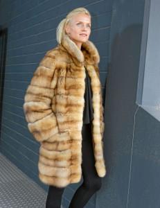 Outfits für den Herbst: Russischer Goldzobelmantel: Preis auf Anfrage