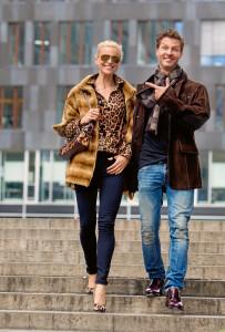 Outfits für den Herbst: Samtwieselcape Honig gefärbt € 5.980,–