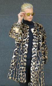 Outfits für den Herbst: Leoprint Lapinmantel € 2.980,–