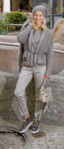 Outfits für den Herbst: Top: Fabiana Filippi € 410,– Hose: Fabiana Filippi € 399,– Strickjacke: Fabiana Filippi € 369,– Mütze: Fabiana Filippi € 159,– Parka: Manzoni (Nerz) € 6290,– Schuhe: Fabiana Filippi € 469,–