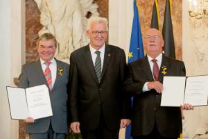 """Albin Braig °li.˛ und Karlheinz Hartmann bekamen jüngst den """"Verdienstorden des Landes Baden˜Württemberg"""" von Ministerpräsident Winfried Kretschmann verliehen"""