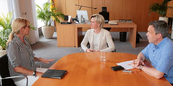 Wirtschaftsministerin Nicole Hoffmeister-Kraut im Gespräch mit Karin Endress und Matthias Gaul