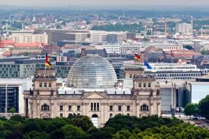 Abgesehen vom Erlebnis an sich bietet der Reichstag auch noch eine Aussicht, die nur vom Berliner Fernsehturm übertroffen wird.